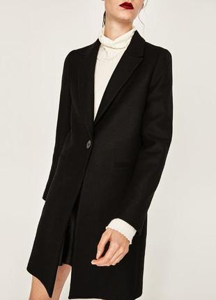 Стильное шерстяное пальто