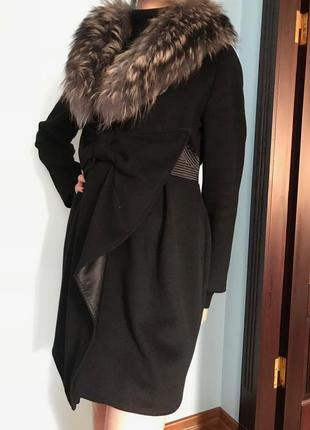 Стильное шерстяное пальто. мех натуральный енот