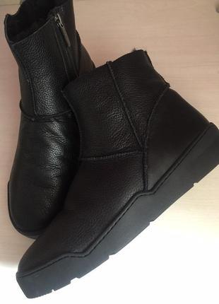 Зимние ботинки угги на замке. мех натуральный. кожа.
