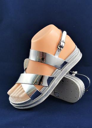 Женские сандали босоножки серебристые отличного качества