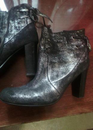 Серебярянные   ботинки из натурального нубука 40 размер испания