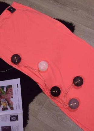 Яркая юбка с разрезами