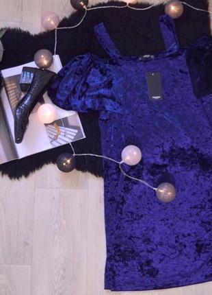 Нарядное велюровое платье синего цвета с рукавами рюшами