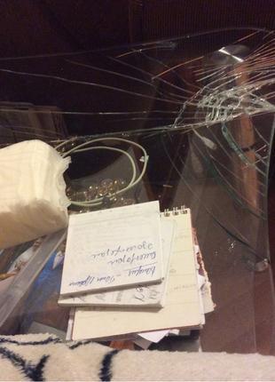Ремонт витрин, стеклянных столов, столешниц, отклеившихся пятаков