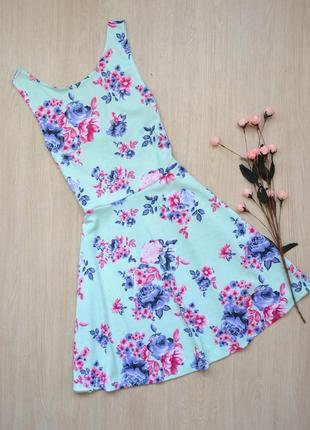 Очень красивое короткое платье в цветы h&m