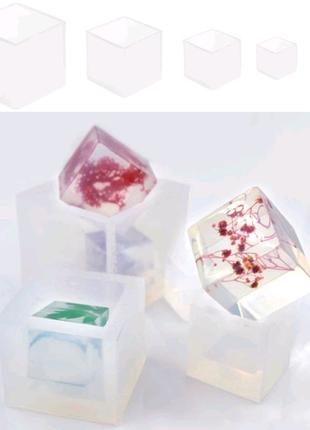 Форма для изготовления кубиков.