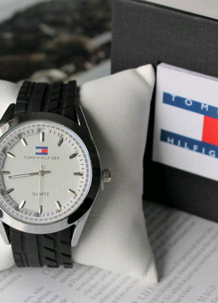 Мужские часы с силиконовым ремешком Tommy Hilfiger черные