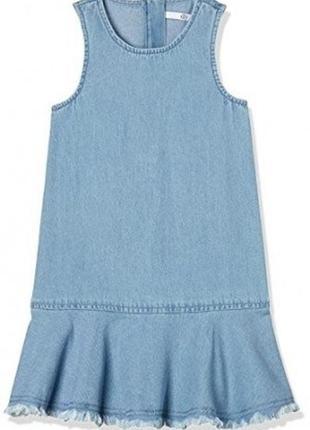 Модное джинсовое платье сарафан с воланом и необработанными кр...