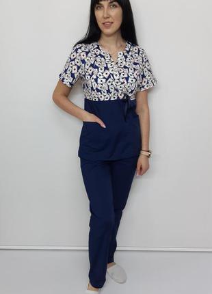 Женский медицинский костюм принт  карты на синем