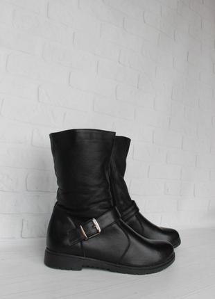Зимние кожаные сапоги, ботинки, полусапожки 39 размера на низк...