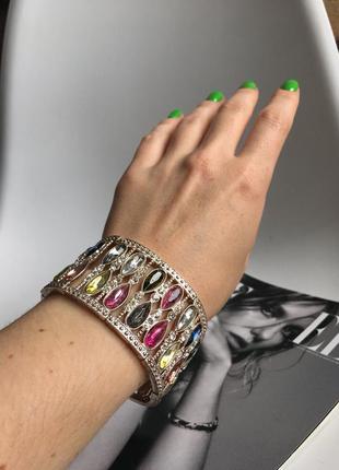 Шикарный браслет на руку с камешками