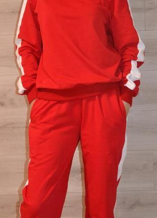 Спортивный костюм женский с лампасами.