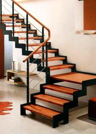 Лестница в дом на косоурах