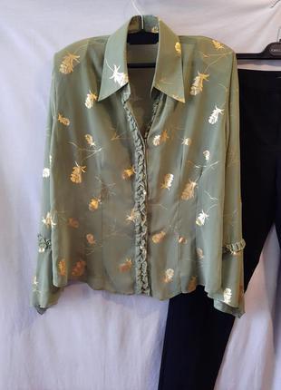 Легкая полупрозрачная блуза зеленого цвета с золотыми листьями