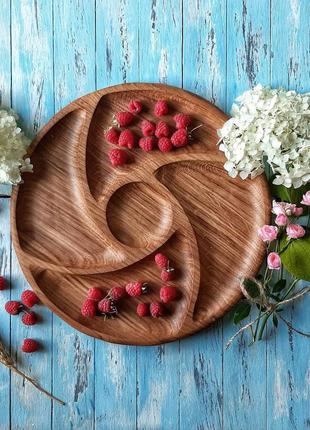 Красивая деревянная тарелка