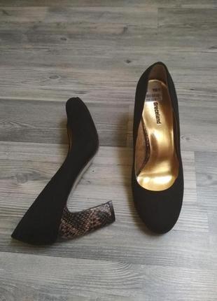 """Стильные """"замшевые"""" туфли на актуальном изогнутом каблуке"""
