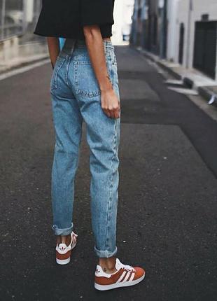 Щикарные мом джинсы момы с высокой посадкой талией