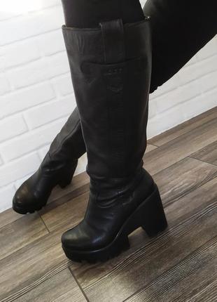 Шикарные кожаные сапоги на платформе с каблуком