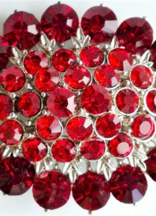 Брошь, кулон, с красными кристаллами