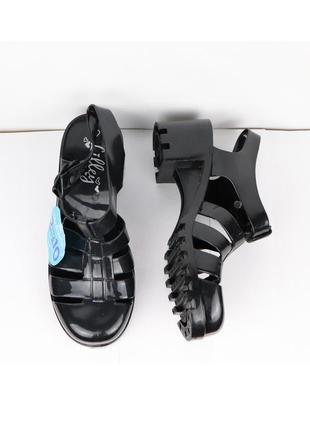 Обувь с закрытым носком водонепроницаемые на низком каблуке