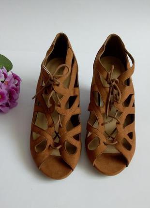 Туфли босоножки коричневые 40 размер на танкетке новые весенни...