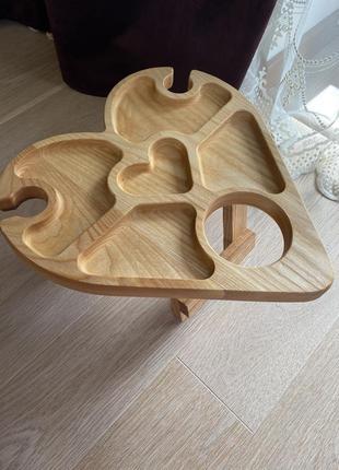 Винний столик у формі серця