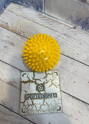 Масажный мяч диаметр 9 см. твёрдый. Желтый цвет.