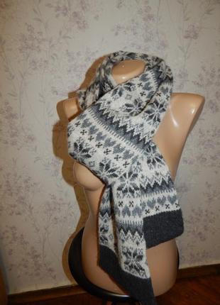 Лаконичный зимний вязаный шарф женский