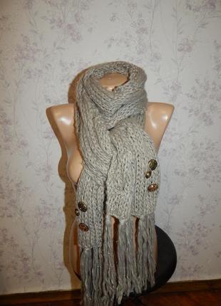 Лаконичный вязаный теплый женский шарф c необычными пуговицами