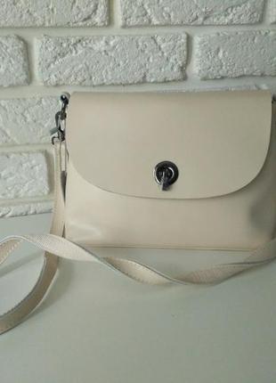 Удобная светлая сумка из натуральной кожи