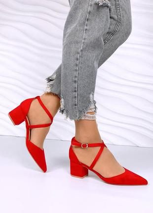 Туфельки на каблучках красные