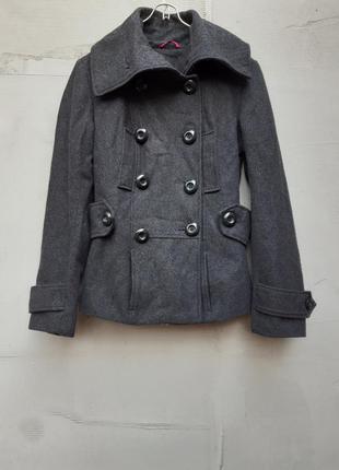 Пальто серое на осень