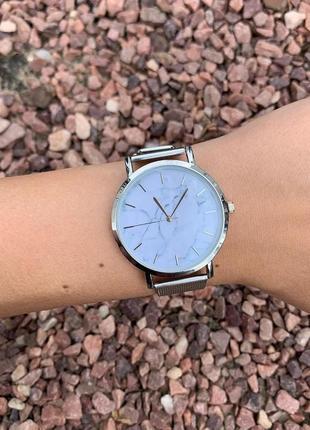 Женские наручные металлические тонкие мраморные часы серебристые