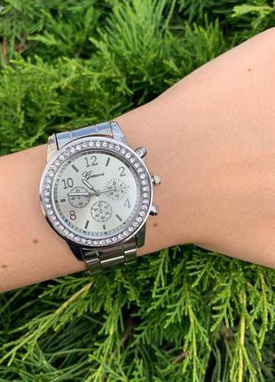 Часы с блестящим циферблатом металлические женева geneva сереб...