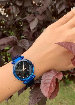 Женские шикарные блестящие часы на магните синие
