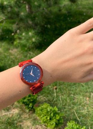 Женские шикарные блестящие часы на магните красные