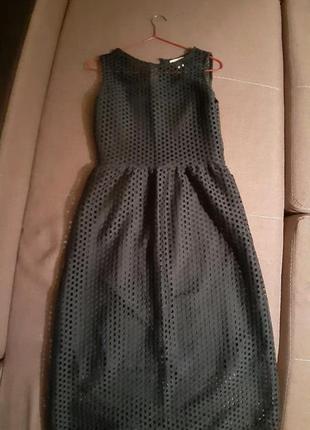 Очень красивое платье бутылочного цвета