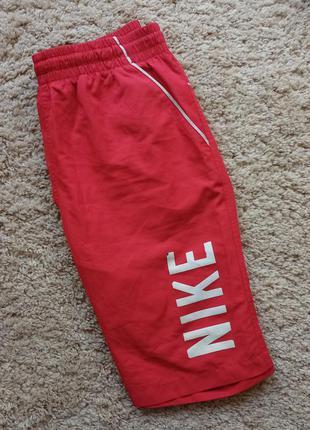 Яркие стильные шорты nike оригинал красного цвета