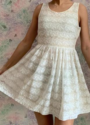 Платье из гипюра H&M.