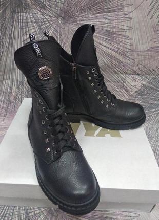 Зимние женские ботинки на шнурках новинках