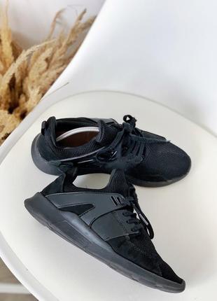 Чорні кроссовки в зал на бег ходьбу