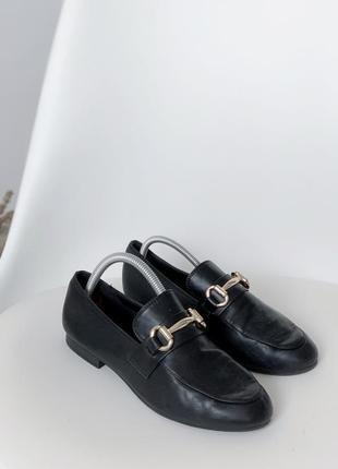 Чорні туфлі лофери с пряжкой