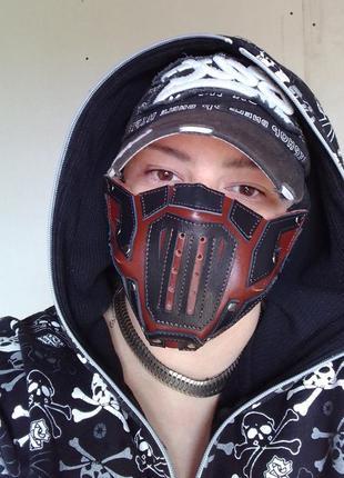 Кожаная маска для лица.