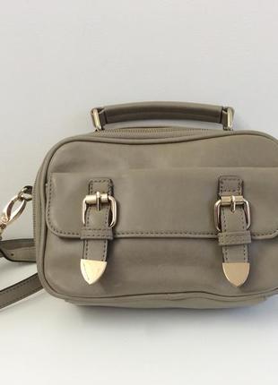 Маленькая, вместительная сумочка