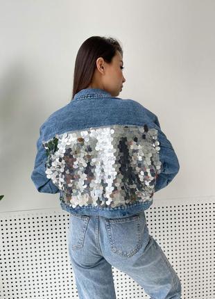 Укороченная джинсовая куртка с пайетками