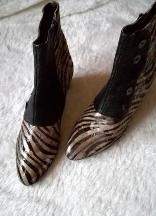 Ботильоны с принтом зебра  р.39,5 натуральная кожа ботинки