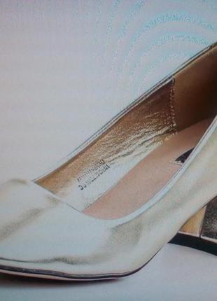 Туфли золотистые  37 + подарок !!! (сюрприз или на ваш выбор)