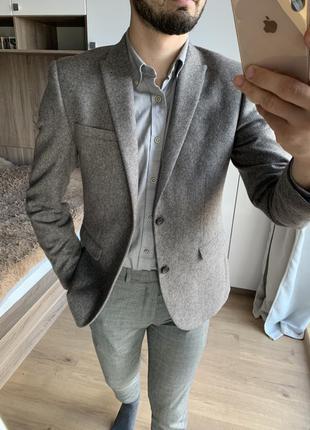 Мужской серый зауженный приталенный классический кежуал пиджак...