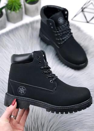 Зимние ботинки черного цвета