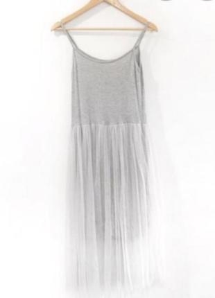 Серое платье на тонких бретелях с фатином от topshop